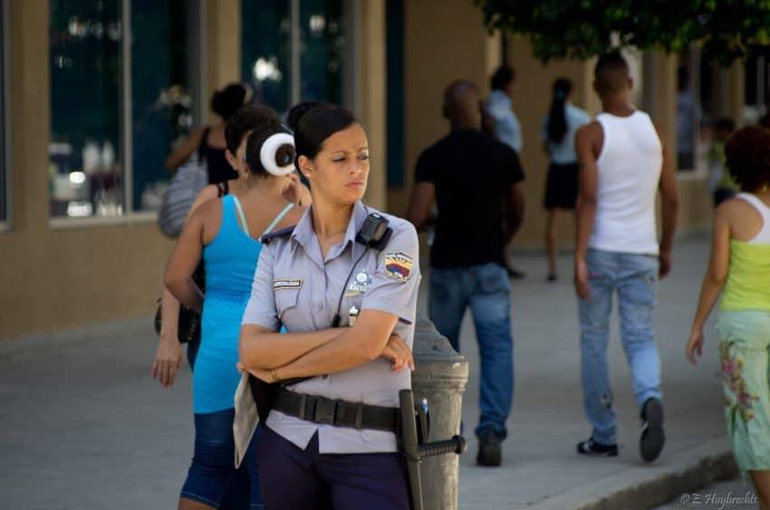 Cuba travel tips - Cuban policewoman