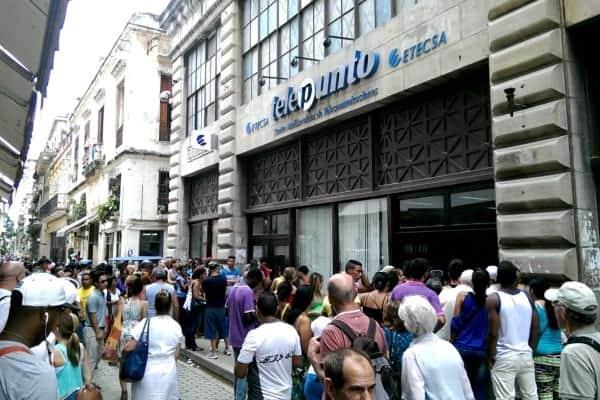 Cuba travel tips - Long line in Cuba ETECSA