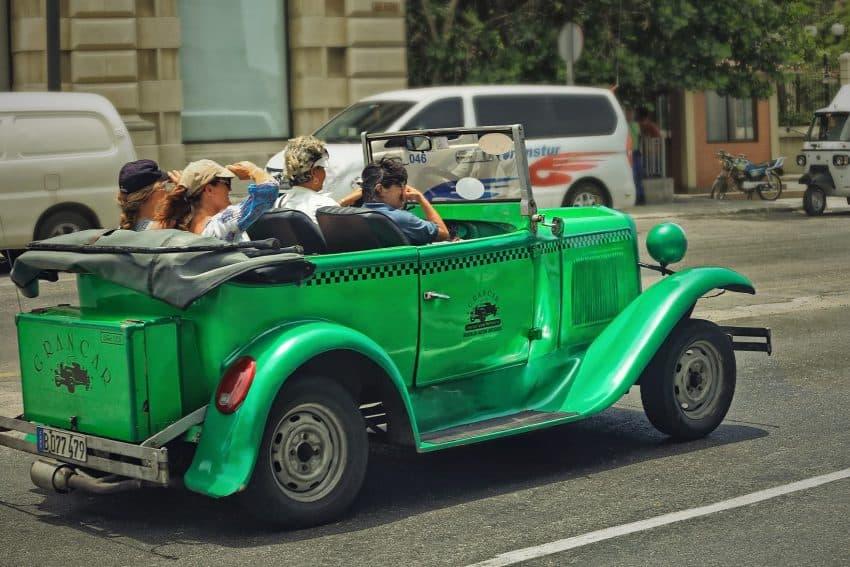 Cuba travel tips - Urban taxis in Cuba